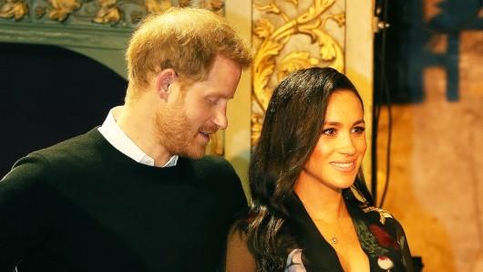 Immer wieder huschte der Blick vom Prinzen Harry auf den Babybauch seiner Frau beim Besuch in Bristol.