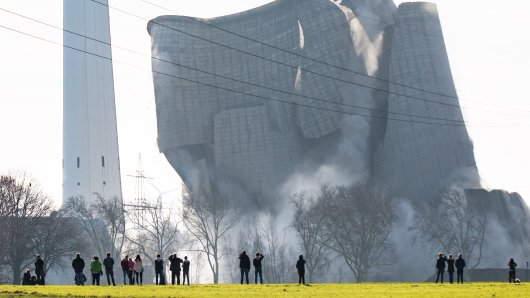 Das Kraftwerk bricht zusammen.
