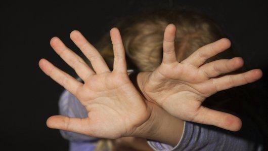 In einer Kölner Kita soll es über Monate hinweg zu sexuellen Übergriffen an Kindern gekommen sein. (Symbolbild)