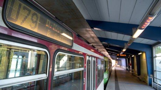 Ein Zug der Linie U79 aus Duisburg geriet in Düsseldorf auf Irrwege. (Symbolbild)
