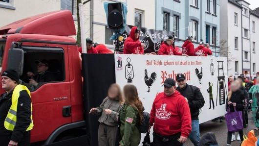 """Die """"Steeler Jungs"""" nahmen als """"Steeler Jecken"""" am Karnevalsumzug in Essen Freisenbruch teil."""