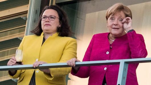 Die Ergebnisse der Sonntagsfrage sehen die SPD um Chefin Andrea Nahles (li.) im Umfragetief. (Archivbild)