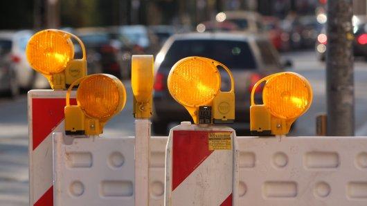 In Essen ist die Katernberger Straße in der Höhe von Weckenkamp in beide Fahrtrichtungen komplett gesperrt. (Symbolbild)