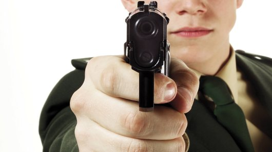 Die Polizei gab mehrere Schüsse auf den 45-jährigen Dortmunder ab. (Symbolbild)