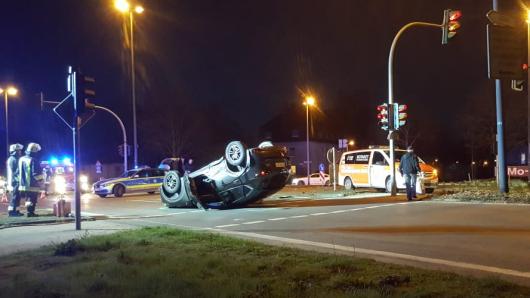 Unfall in Essen auf Bottroper Straße: Auto überschlägt sich