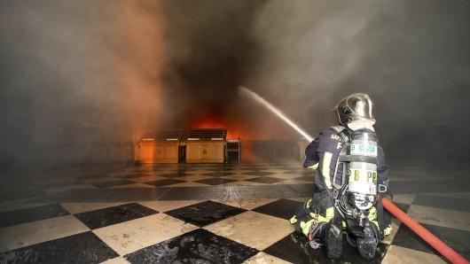 Die Feuerwehr versuchte in Notre Dame zu retten, was zu retten ist.