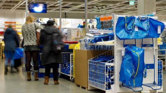 Eine Kundin berichtet von Ärger mit Ikea-Mitarbeitern an der Kasse. (Symbolbild)