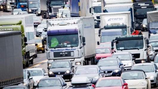 Stillstand: Experten rechnen zu Ostern mit Stau auf allen wichtigen deutschen Autobahnen.
