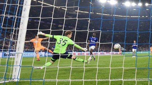 Schalke - Hoffenheim im Live-Ticker: Andrej Kramaric überwindet Alexander Nübel zum 2:0.