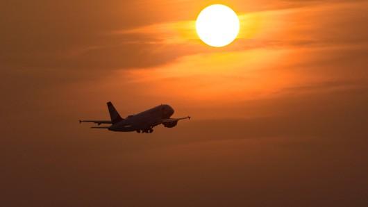 Beim Flug von Malaysia nach Australien verloren zwei junge Eltern ihre kleine Tochter. (Symbolfoto)