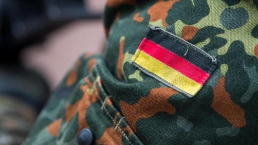 Bundeswehrsoldaten sollen demnächst in Uniform kostenlos Bahn fahren dürfen.