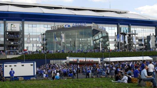 Fans des FC Schalke 04 können in der Veltins-Arena ab sofort Wartezeiten umgehen. (Archivbild)