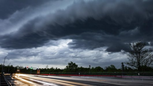 Auf NRW rollte eine dicke Gewitterfront zu - die aktuelle Wetterlage erfährst du hier!