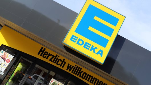 Edeka Abaza in Essen-Kray bietet ab jetzt seinen Kunden Milch vom Bauer aus einem Zapfautomaten an. (Symboöbild)