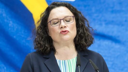 Andrea Nahles kann schon gar nicht mehr hinsehen. So mies stand die SPD noch nie da.