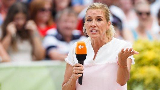 Andrea Kiewel führt im Fernsehgarten in die 90er Jahre: Das gefällt nicht allen Zuschauern.