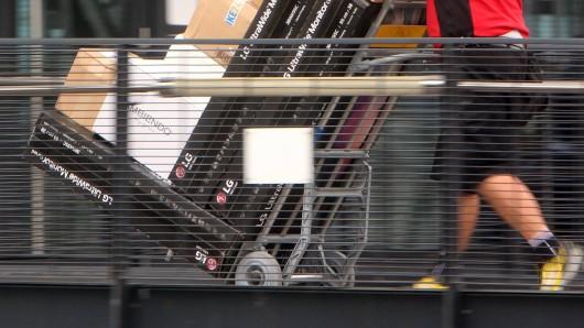 Zukünftig sollen die Kunden von DHL bis auf 15 Minuten genau über die Lieferzeit ihrer Pakete informiert werden. (Symbolbild)