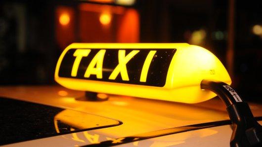 Ein Taxiräuber überfiel mehrere Fahrer im Ruhrgebiet. (Symbolbild)
