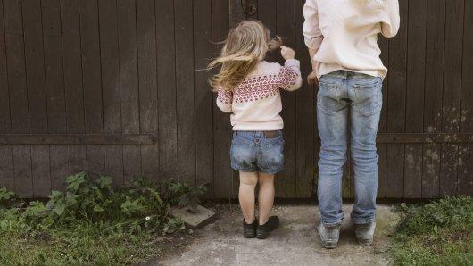 Eine Frau aus NRW war wegen des Besuch eines kleines Mädchens sehr besorgt. (Symbolbild)
