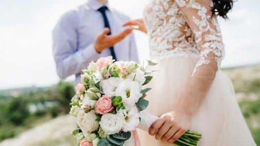 Vor der Hochzeit brachte eine Karte den Bräutigam völlig aus der Fassung.