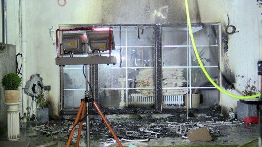 NRW: Bei einem Brand konnte eine Frau gerettet werden. Ihr Hund ebenfalls.
