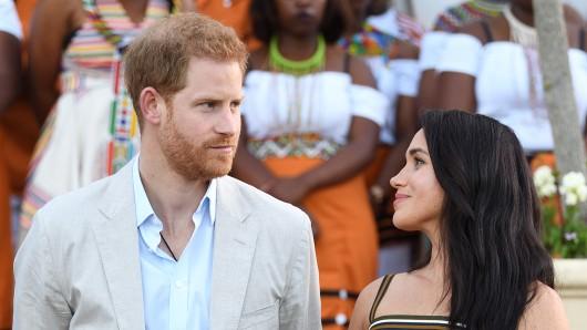 Royals: Prinz Harry und Meghan Markle haben Klage eingereicht.