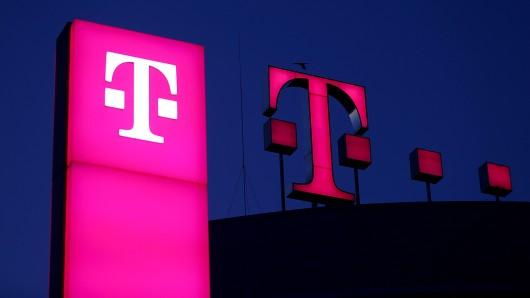 Telekom-Kunden klagen am Tag der Deutschen Einheit über massive Verbindungsprobleme.