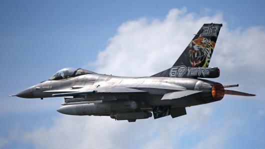 Ein US-Militärflugzeug ist nahe Trier abgestürzt. (Symbolbild)