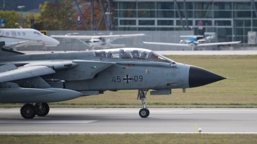 Die Bundeswehr beteiligt sich mit Jets des taktischen Luftwaffengeschwaders 33 an einer Militärübung.