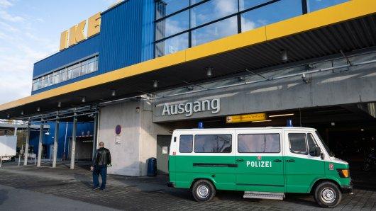 Vor Ikea in Frankfurt wurde ein Geldbote überfallen.