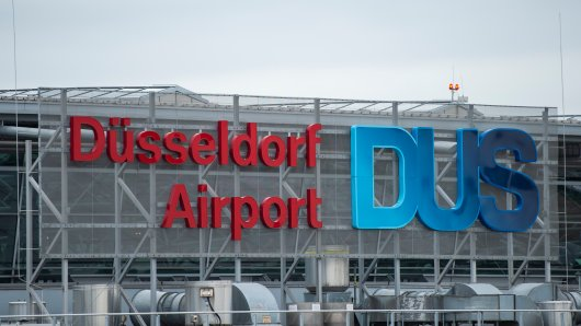 Am Flughafen Düsseldorf findet Zollbeamte etwas super Ekeliges.