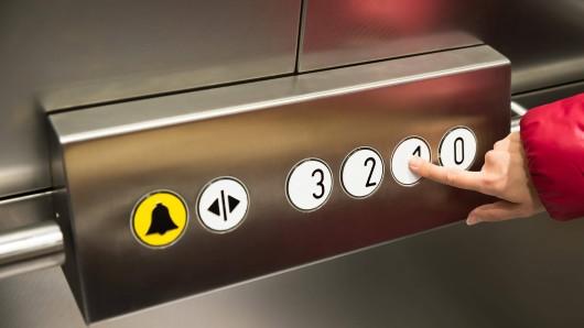 In München raste ein Aufzug in die Tiefe. (Symbolbild)
