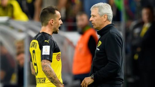 Lucien Favre schmiss Paco Alcácer aus dem Kader von Borussia Dortmund. Nun erklärte der BVB-Trainer die Beweggründe deutlich. (Archivbild)