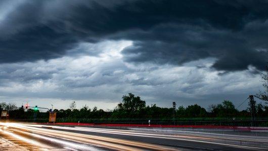 Das Wetter in NRW wird sehr ungemütlich. (Symbolbild)