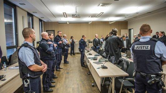NRW: Der Ehrenmord-Prozess findet mit einem Großaufgebot an Justizbeamten, Verteidigern und Dolmetschern statt.