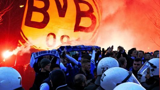 Fan-Ansammlungen beim Derby BVB-Schalke hätten fatale Konsequenzen.