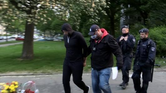 Essen: Ein Mann wird verhaftet. Er soll bei den beiden Gruppenprügeleien beteiligt gewesen sein.
