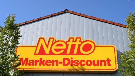 Der Discounter Netto verkaufte Kuschelsocken - hergestellt aus PET-Flaschen. Das sorgt bei einer Kundin für Fragezeichen.