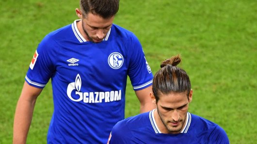 Hängende Köpfe bei Schalke: Goncalo Paciencia droht das restliche Jahr auszufallen, Mark Uth muss es im Sturm dann wohl alleine richten.