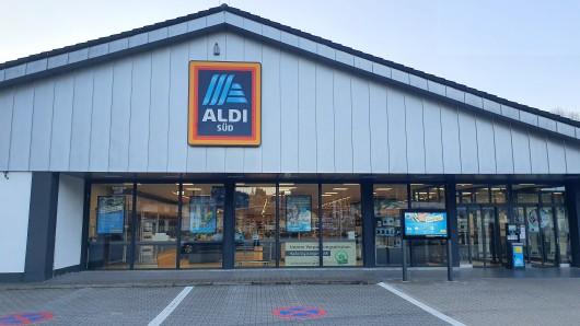 Aldi in NRW: Eine Kundin hatte Ärger auf dem Parkplatz des Discounters. (Symbolbild)