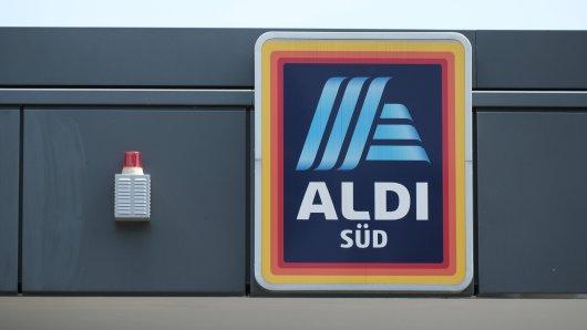 Aldi-Kassiererin packt aus: Deshalb solltest du auf den Kassenzettel schauen.