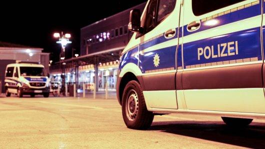 Dortmund: Polizei räumt Möllerbrücke mit 250 Menschen – dann fliegen Flaschen und Steine (Symbolbild).