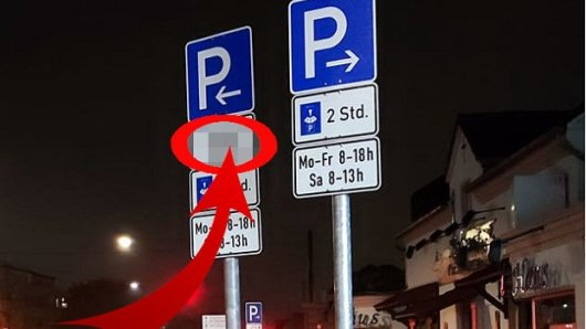 Bochum: Ein Mann kann nicht fassen, was er auf diesem Schild liest.