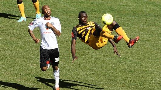 Die Orlando Pirates (l.) führten bis zur letzten Minute - doch dann kam Masuluke.