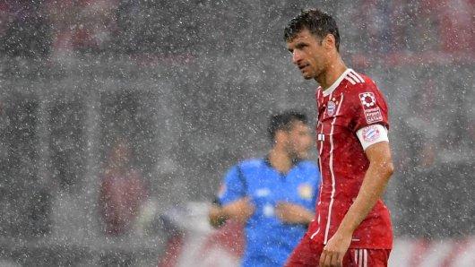 Das Spiel verzögerte sich, weil es so stark regnete.