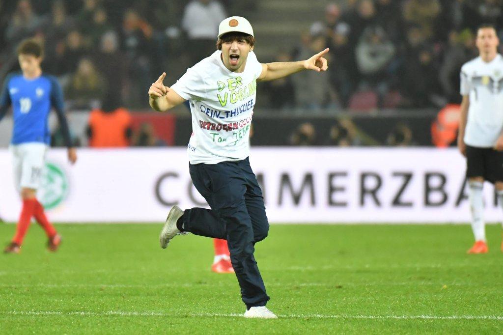 Deutschland gegen Frankreich: Öder Kick! Nur diese Szene weckte die ...