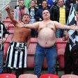 Dieser Fan von Newcastle United setzt offenbar alles daran, an die vergünstigten Tickets zu kommen.