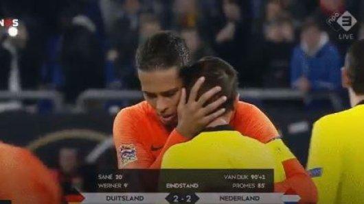Virgil van Dijk hat dem Schiedsrichter nach dem Spiel zwischen Deutschland und Niederlande rührende Worte mit auf den Weg gegeben.