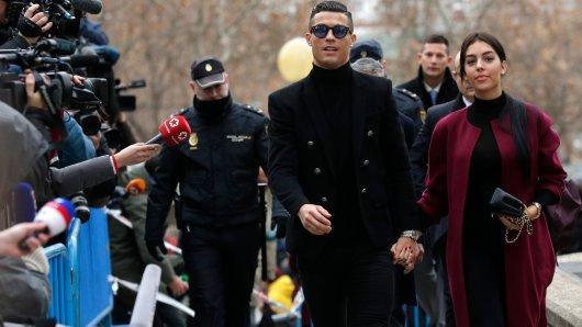 Cristiano Ronaldo erschien gemeinsam mit seiner Lebenspartnerin Georgina Rodriguez vor einem Gericht in Madrid.