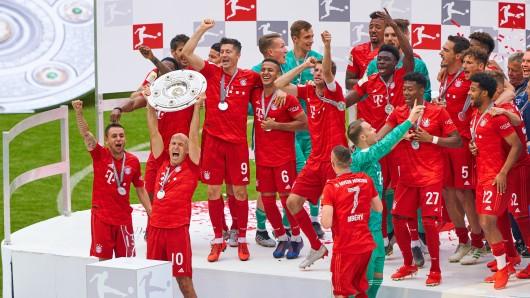 Der FC Bayern München wurde am Samstag Meister, doch in der Allianz Arena durften viele Fans von den Feierlichkeiten nichts mitbekommen.